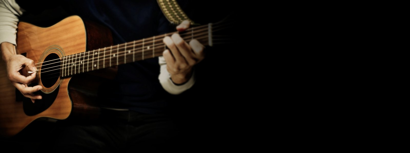 img-ce-background-strummed_acoustic_overview_02_in_session-3b215f579b0e43ffe2238a15b0a70e72-d